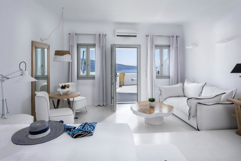 romantichotels-charismasuites1-booking
