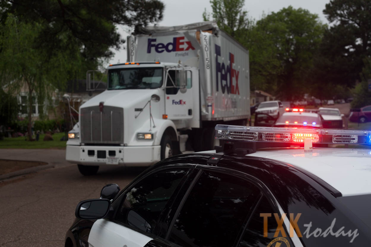 FedEx Truck Hits College Drive Bridge | Texarkana Today