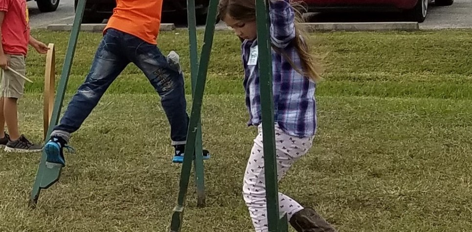 SNF 2018:  Kids with old-fashioned stilts