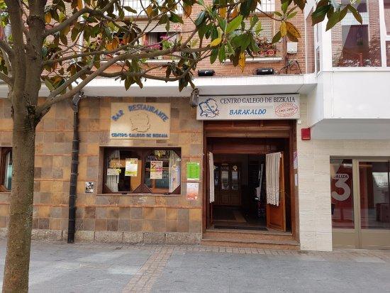 Entrada al Centro Gallego de Barakaldo.