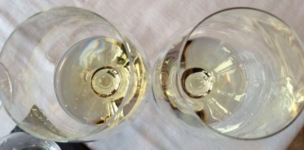 Viognier in wine glasses