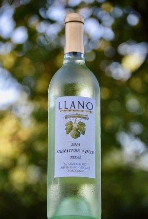 Llano Signature White bottle