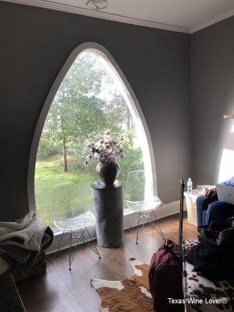 Farmhouse Vineyards Guest Cottage picture window