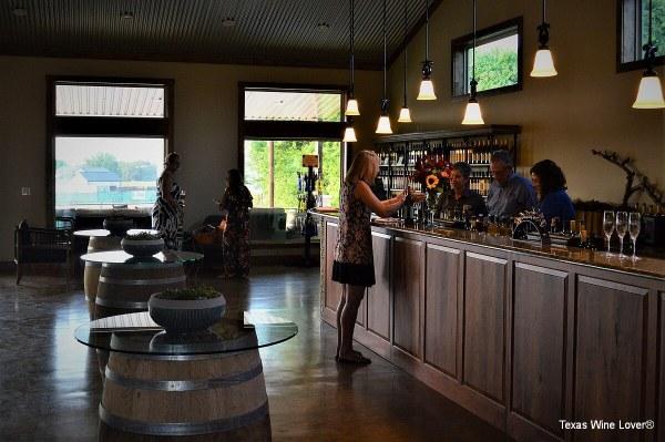 Wedding Oak Winery at Fredericksburg tasting bar