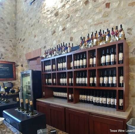 Duchman Family Winery tasting bar