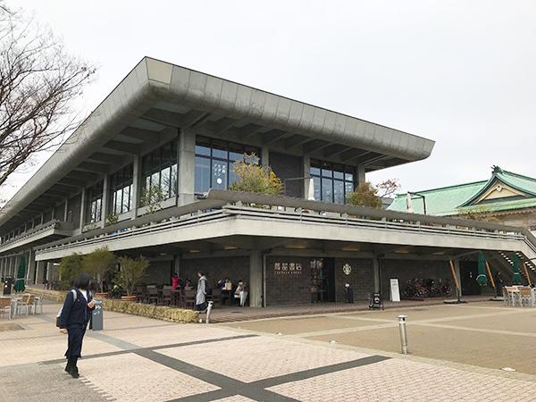 ロームシアターの正式名称は今でも「京都会館」だそうです。後がクラシカルな旧館。