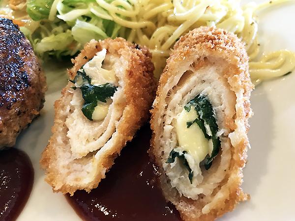 鶏肉にチーズと大葉を巻いた軽いタッチのフライ。紫蘇の香りが食欲をそそります。
