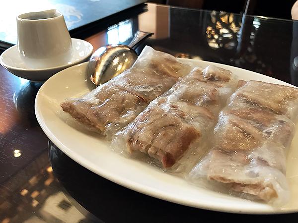 「叉焼キシメン包み」つるつるの皮に包まれた食べ応えのあるチャーシュー。