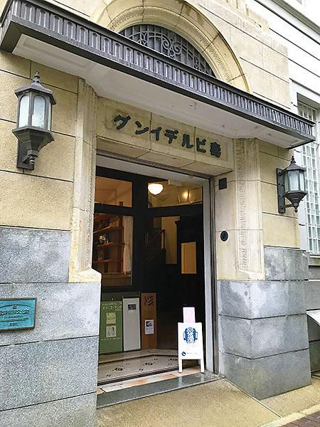 京都の歴史的建造物「壽ビルディング」。トビチはこのビルの5階。