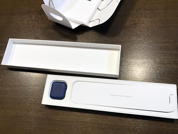 内箱の蓋を開けるとその中に、またもやパッケージが・・・三重包装でした。
