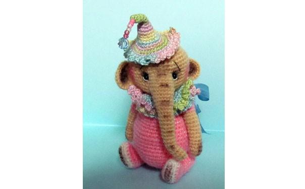 Вязаная крючком игрушка. Цирковой слоненок. Описание