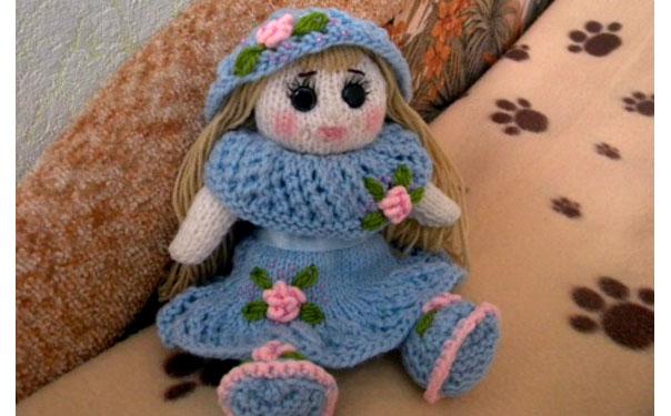 Вязаная спицами кукла Олеся. Описание