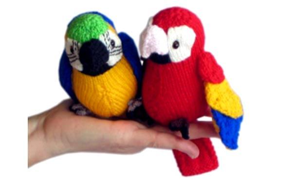 Вязаный попугай Перчик. Описание