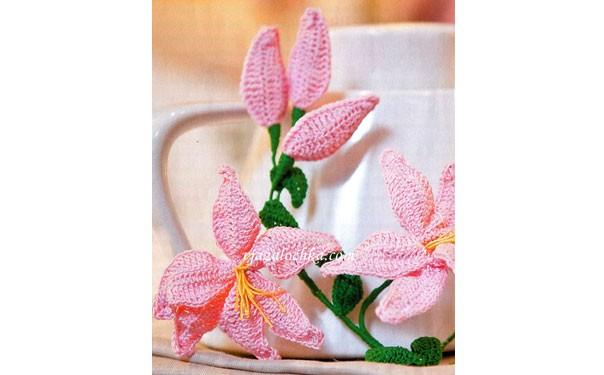 Вязаные розовые лилии. Крючком