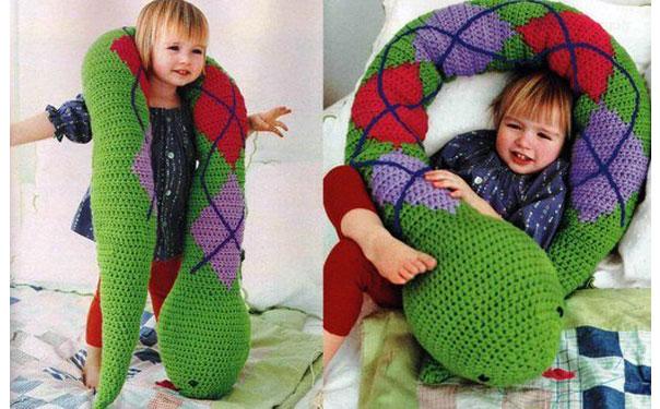 """Вязаная игрушка-подушка """"Змея"""". Схема"""