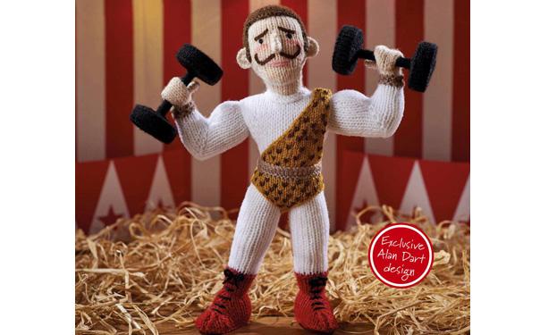 Вязаная спицами кукла. Цирковой силач