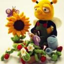 Вязаная трудолюбивая пчела