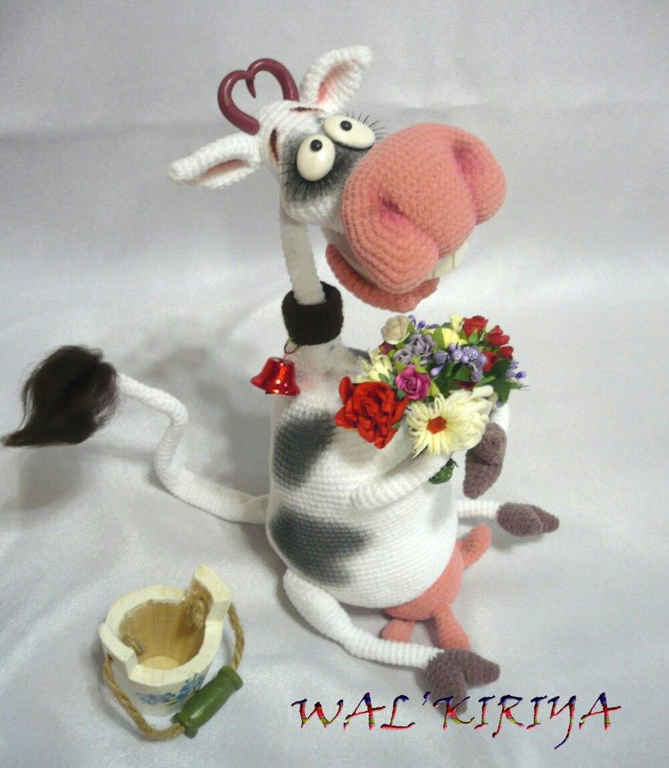 Вязаная игрушка.Веселая корова