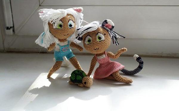 Вязаные куклы в костюме кошки. Схема
