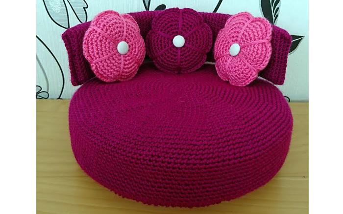 Вяжем диван с подушками для куклы. Мастер-класс