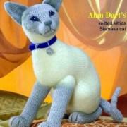 Вязаная сиамская кошка. Спицами