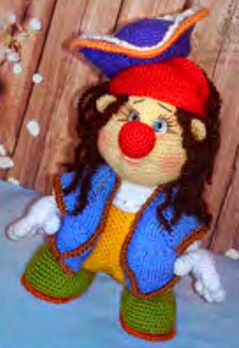 Вязаная спицами кукла Пират Сильвер