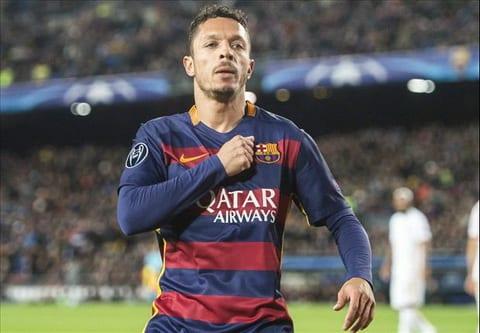 Barcelona chinh thuc noi loi chia tay Adriano hinh anh