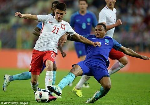 Leicester don sao tuyen Ba Lan de thay the Mahrez hinh anh
