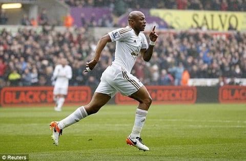 Man City va Napoli dai chien gianh sao Swansea hinh anh