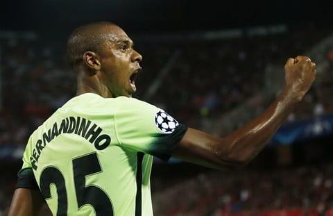 Pep Guardiola Tien ve Fernandinho co the choi o 10 vi tri hinh anh
