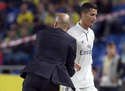 HLV PSG noi ve viec chieu mo Ronaldo khi dang kho o hinh anh