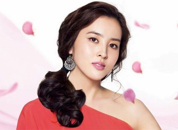 han-hye-jin-co-vo-cuc-xinh-cua-tien-ve-swansea-9