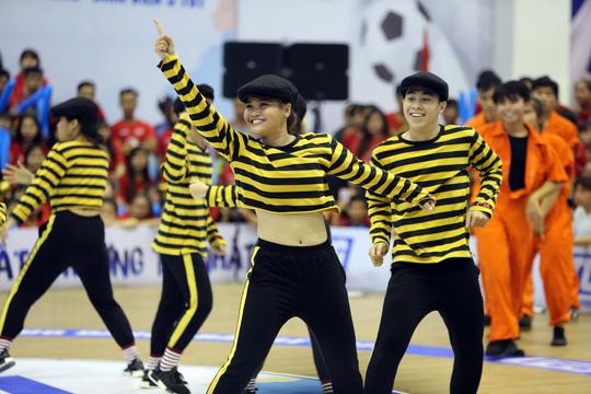 ĐH Tôn Đức Thắng vô địch Dance Battle, Bách Khoa đăng quang futsal - Ảnh 14.