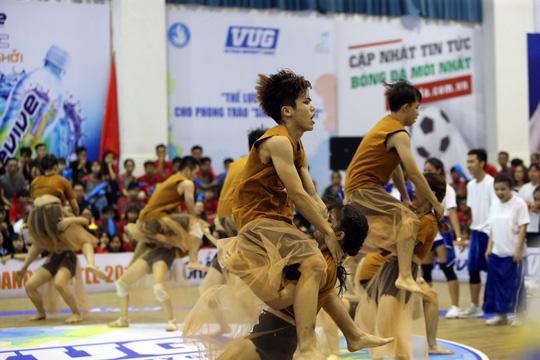 ĐH Tôn Đức Thắng vô địch Dance Battle, Bách Khoa đăng quang futsal - Ảnh 12.