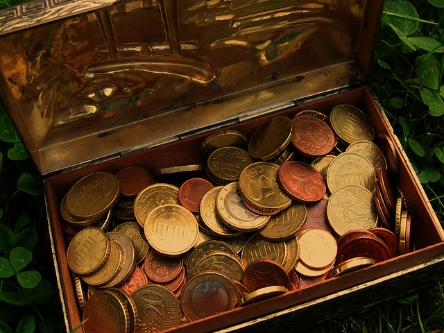 Even small treasures are memorable, at first. Image by Geralt (http://pixabay.com/en/treasure-treasure-chest-euro-coins-76214/)