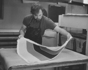 John Koller removing newly pressed Ellsworth Kelly 'Colored paper image XIII' from felt, Tyler Graphics Ltd., Bedford Village, New York, 1976. Photograph by Betty Fiske