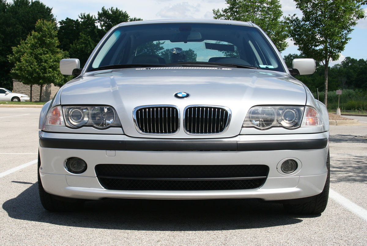 Bmw 330i front view