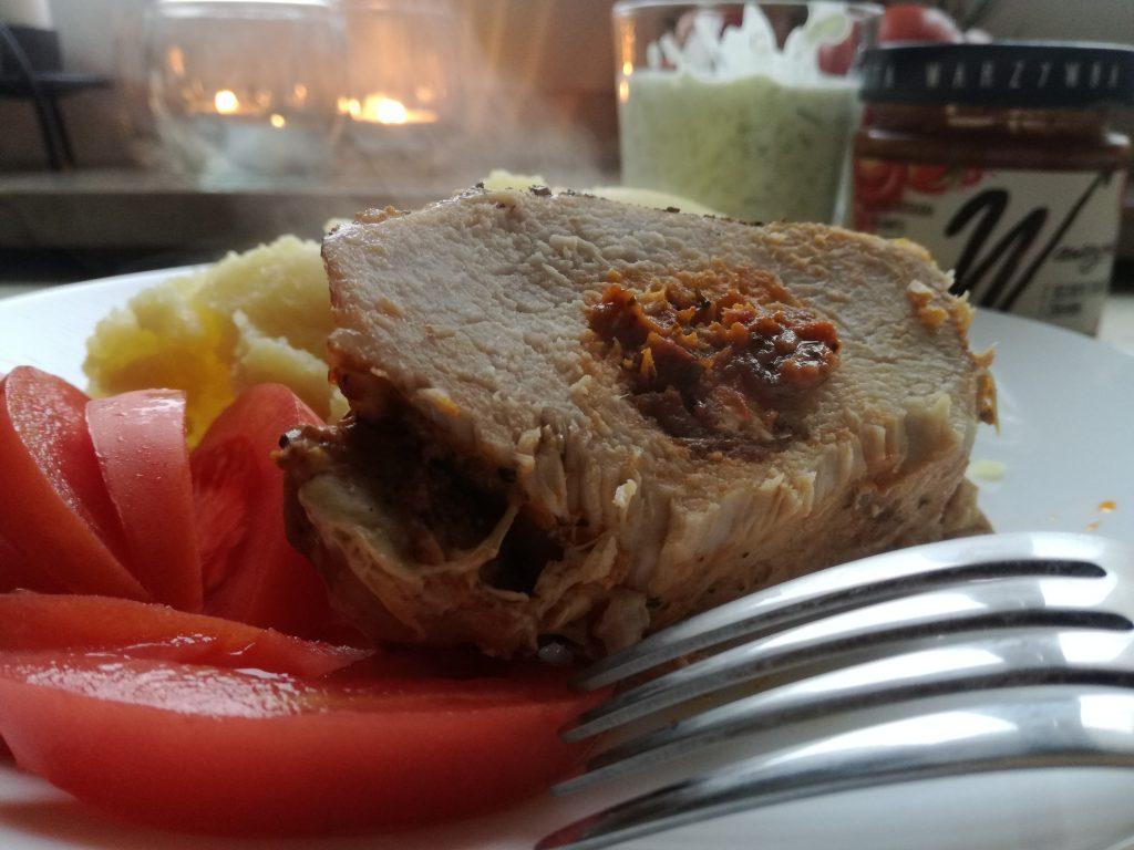 ja-od-kuchni-czyli-faszerowany-schab-suszone-pomidory-i-zurawina-od-wawrzyniec-kampania-streetcom