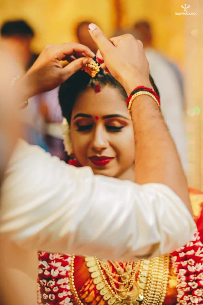 hindu culture bride with sindur