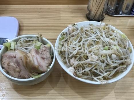 太田二郎系ラーメン宮二郎大盛りラーメンマシマシ別皿