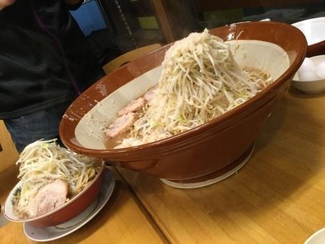 草加市松原団地鷹の眼大ラーメンと麺マシ2kg比較