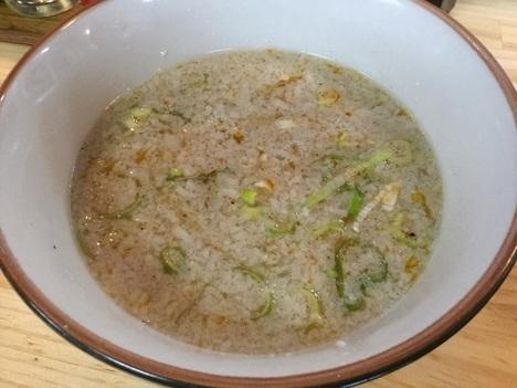 伊勢崎もん吉デカ盛りゆりもりつけ麺醤油つけ汁