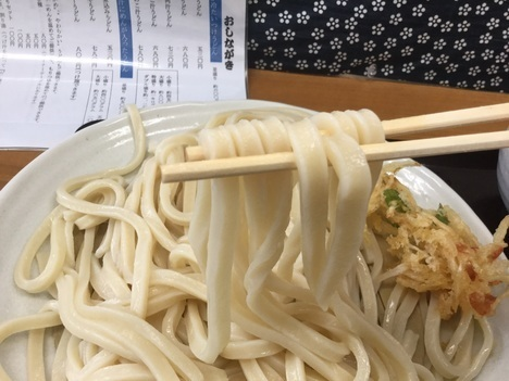 デカ盛りうどん行田えんやうどん麺リフト