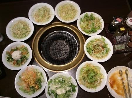 馬車道グループ焼肉黒塀家サラダ食べ放題テイク2