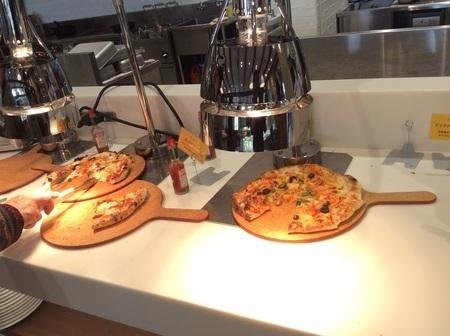 上里カンターレのイタリアンビュッフェのピザ