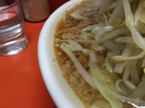ラーメン二郎神田神保町店大ラーメンスープ非乳化