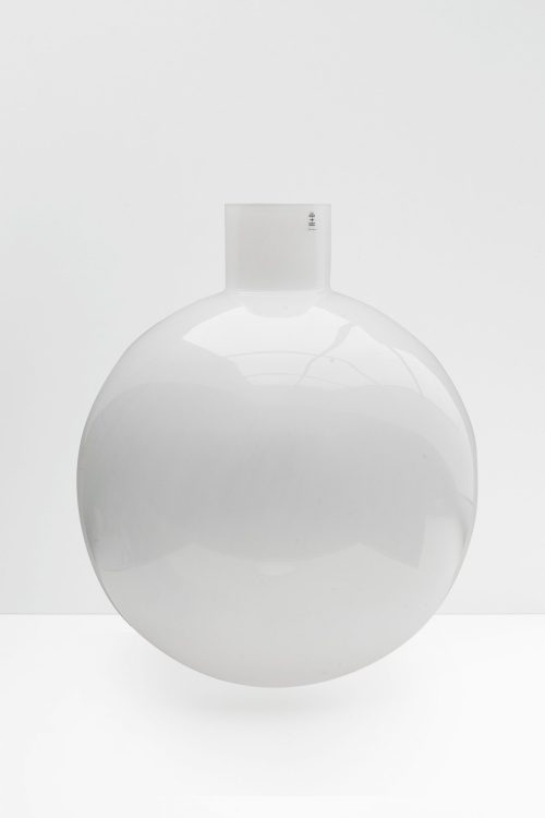 Large Pallo vase in matte white