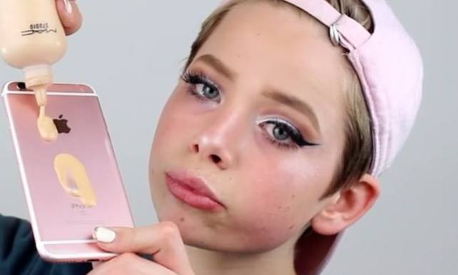 new trend people mixing foundation on iphone