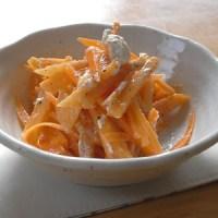 柿とニンジンとチーズのサラダ