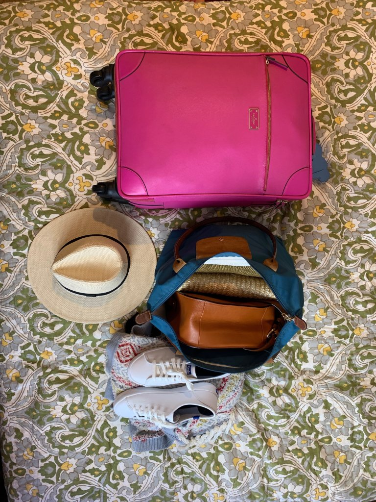 carry on packing list, packing for vacation, layout of suitcase, 1 week trip with wedding